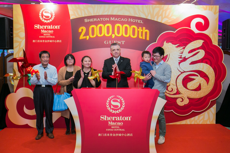 Photo 02 - Sheraton Macao Hotel 2 Millionth Guest Welcoming Ceremony